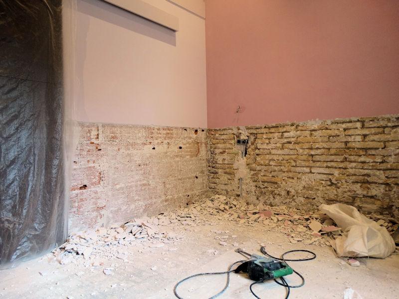 Humedades de capilaridad con soluciones para paredes y suelos. ¿Es necesaria una toma de tierra para eliminar la humedad de capilaridad?