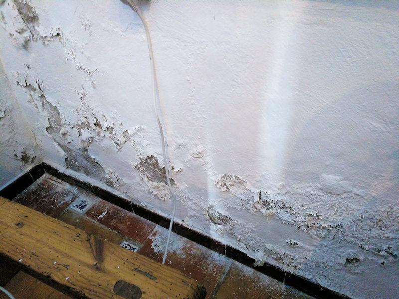 ¿Como puedo quitar la humedad de las paredes y suelos de mi casa?